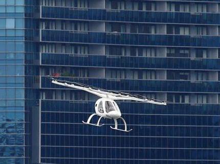 """新加坡""""空中出租车""""完成首航,飞行两分钟"""