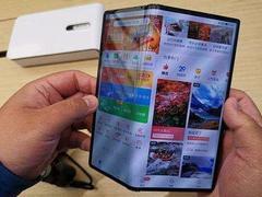 """""""黄牛党""""炒作折叠屏手机:一部手机卖出一辆车的价钱"""