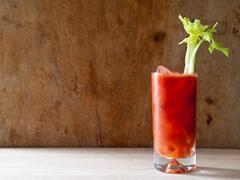 为什么飞机上的番茄汁比地面上好喝?
