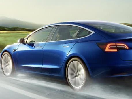 特斯拉自动驾驶又惹祸:Model 3不刹车高速撞翻货车