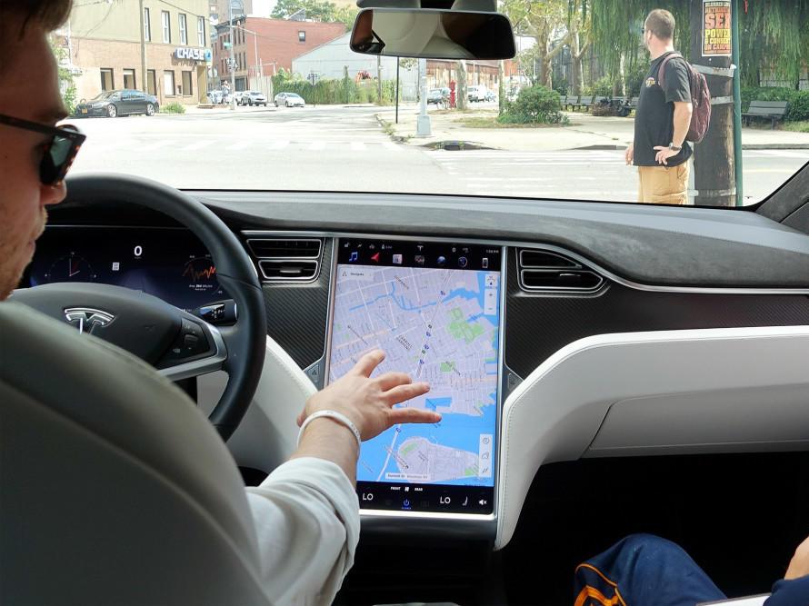 屏幕故障或导致撞车!监管机构要求特斯拉召回数十万辆汽车