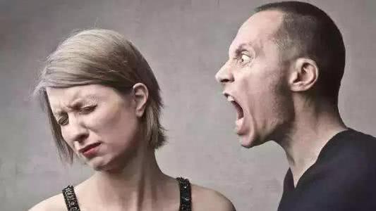 老公在钱方面总是斤斤计较,夫妻争吵不断,怎么办?