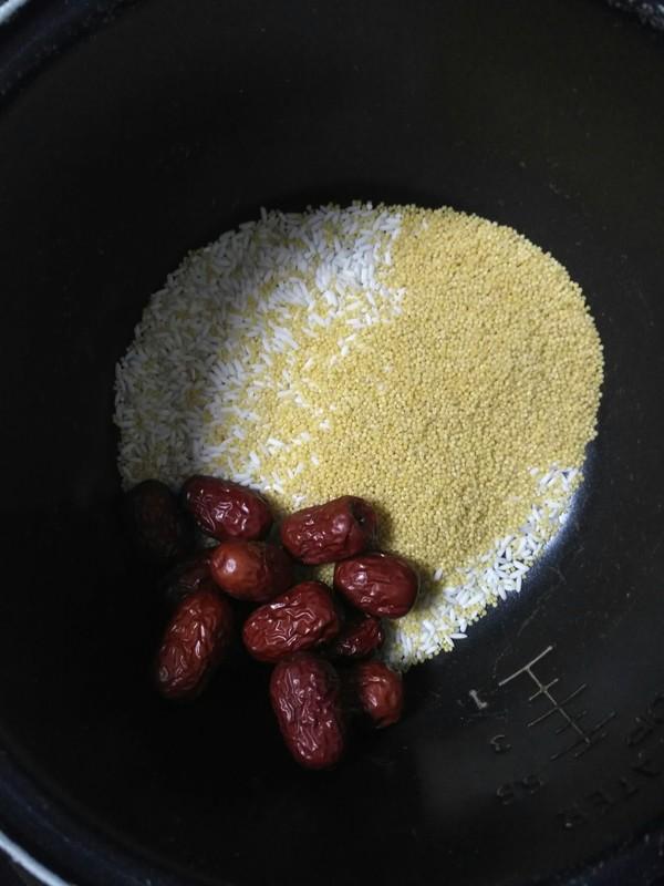 熬小米粥记住多加这2步,米油多,香甜粘稠又养人!