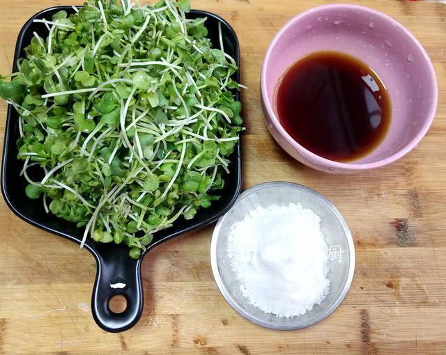 一把不值钱的小菜苗,两种调料拌拌,清热开胃解暑,比热菜受欢迎