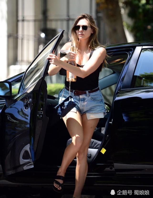 伊丽莎白·奥尔森:谁都不要帮她开车门,这眼福错过就可惜了