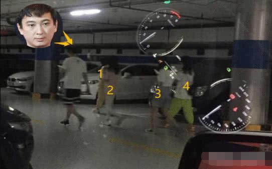 深夜偶遇王思聪与四个女孩子打保龄球,其中一个当众撒娇拽手不放