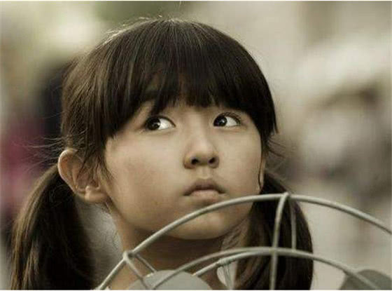 她3岁出道,14岁出演《花千骨》被嘲长残,18岁近照惊艳众人
