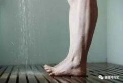 """三伏天洗澡,不要在这2个""""时间点"""",容易招来""""湿气"""",别大意!千寒易去,一湿难除"""