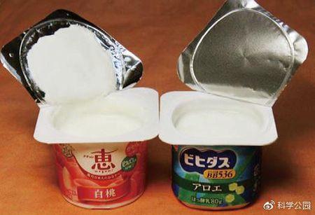 喝酸奶舔盖:为什么酸奶的盖子上总有一层厚厚的酸奶呢?