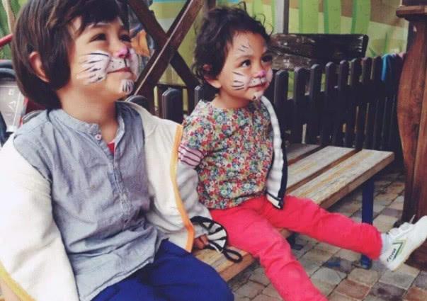 多多染发,李嫣化妆,男星都在富养女儿,他却给女儿穿二手的袜子
