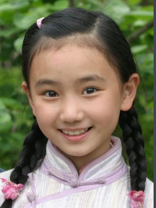 7岁红遍大江南北,为考清华退出Ca888亚洲城圈,如今学业归来美到犯规