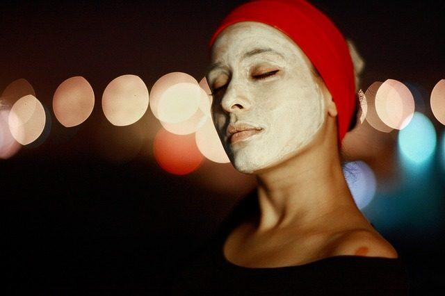夏季熬夜后脸上长痘痘怎么办?夏季熬夜后怎么护理皮肤