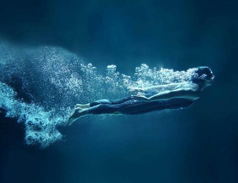 游泳和跑步哪个减肥效果更好?游泳更易保护膝盖