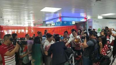 广东省第29批援赤道几内亚医疗队回国,2岁孩子见父亲大哭