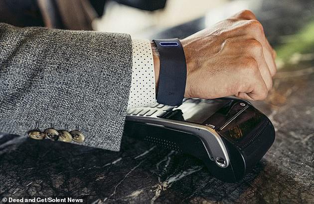 手指当耳机?新智能手环可通过骨传导传递声音