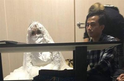 """印尼男子凭照片恋上""""美女""""狂打钱 见本人立马退婚"""