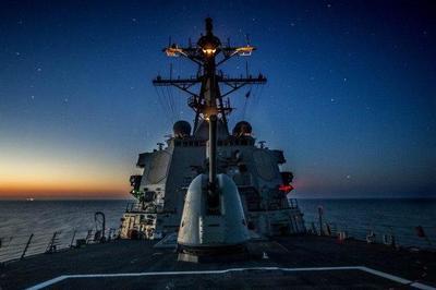 美舰突然逼近俄领海,俄紧急竖起数百枚导弹,警告:再一步就击沉
