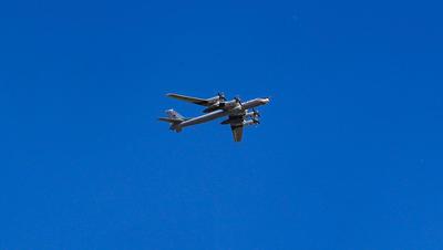 俄罗斯国防部:美战机白令海上空伴飞俄战略轰炸机