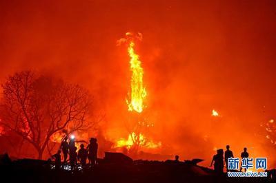 孟加拉贫民窟火灾 塑料屋顶助长火势延烧