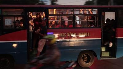 交通拥堵、空气污染、地面沉降、地震海啸……印尼人决定搬离雅加达