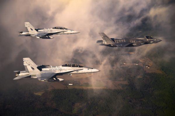 """美媒称F-35先敌开火优势获共识:比F-22""""更有效"""""""