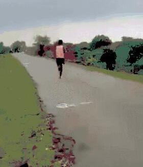 赤脚跑百米11秒 引起印度体育部高度重视