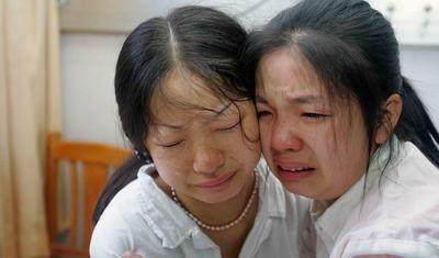 女白领肠癌离世,临终前跟4岁儿子说了这句话,在场的人都哭了!