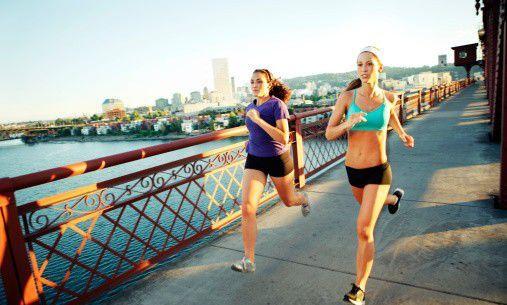 跑步少损伤要懂这些事儿 足量补水科学健身