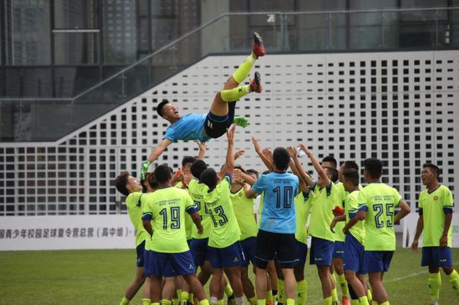踢球升学两不误-他们是中国青少年校足U15国家队