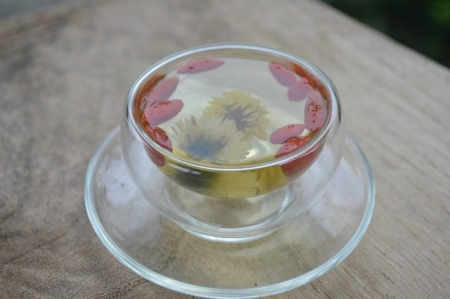 菊花和什么泡水喝下火效果最佳?去肝火喝胎菊还是贡菊