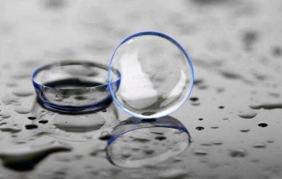 隐形眼镜用水泡一晚还能用吗?