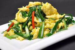 韭菜里有一些含硫化合物成分,有助生长发育以及维持生殖系统功能