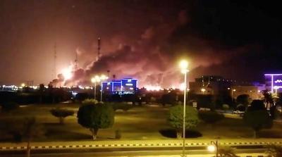 12个沙特油罐被引爆,攻击造成3级地震,大火难灭:国际油价上涨