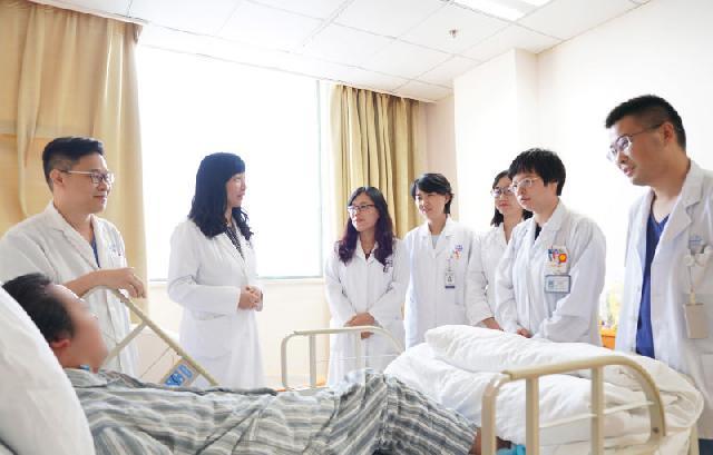 """23岁花季少女得了罕见""""隐形""""垂体瘤!影像学检查阴性,医生坚持脑部手术"""