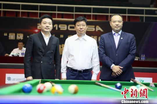 丁俊晖为中式台球中国锦标赛开杆