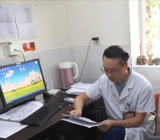 """""""俯卧撑""""医生阎登富:病人永远排在第一位"""