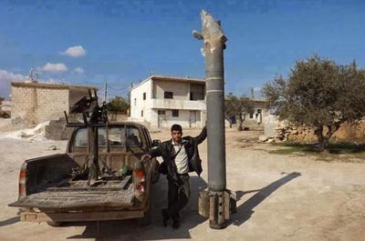远程火箭炮配钻地弹,专炸叛军无人机地下工厂,俄叙联军再次得手