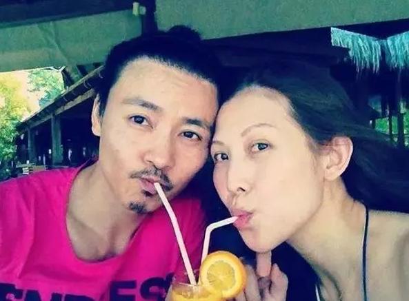 蔡少芬46岁生日宣布只生三胎,封肚不再生,张晋送玫瑰花献吻