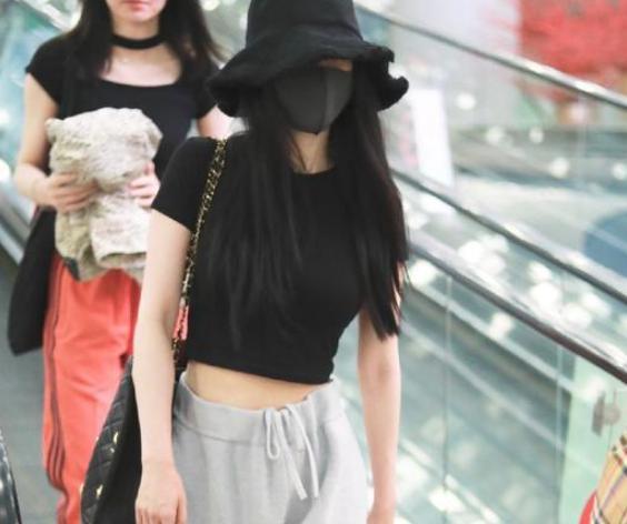 杨幂离婚后更性感,穿露脐装秀性感腹肌!并且更加热爱健身了
