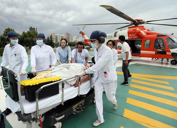 仅41分钟就从嵊泗飞到上海 台风天里这场海空联合转运救下一条生命!