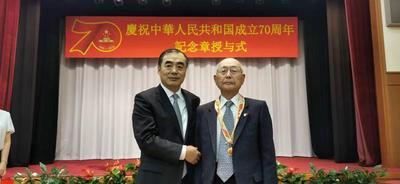 我驻日使馆为日籍老战士颁发国庆70周年纪念章:感谢你们为中国革命和中日友好作出的贡献