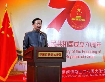 我驻伊朗使馆隆重庆祝新中国成立70周年:生日蛋糕格外亮眼