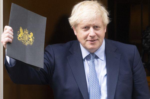 """英首相称""""投降法案""""令谈判更艰难 仍自信能实现有协议脱欧"""