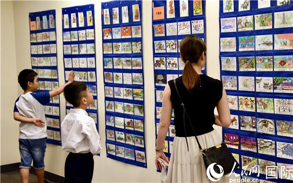 中日青少年手写手绘明信片展在东京开幕