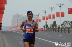 2019遂宁国际马拉松鸣枪开跑 万余名跑者感受富氧赛道魅力