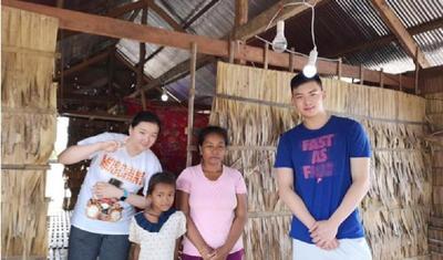 """""""点亮洞里萨""""国际援助行动为柬埔寨""""湖上居民""""带去光明"""