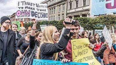 """等来""""迟到""""的北爱尔兰后,英国今起全境实现堕胎合法化"""