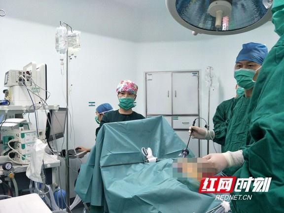 手术室24小时灯火通明 手术室日手术量再创新高