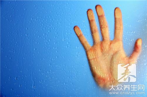 手脱臼的处理方法:配合用一些风湿的止痛膏