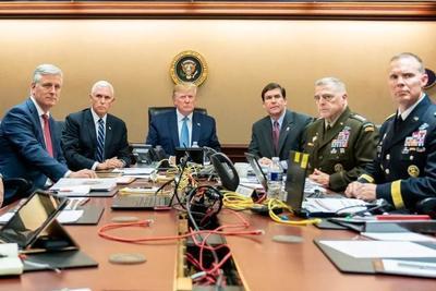 """白宫公布特朗普现场指挥斩首行动照片,却被专家质疑是""""摆拍"""""""